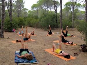 yoga-en-wellness1-amfibie-treks-vancanze-sardinie